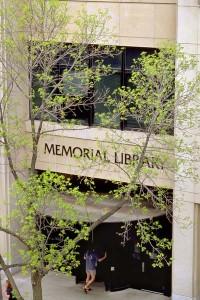 Memorial_Library_entrance99